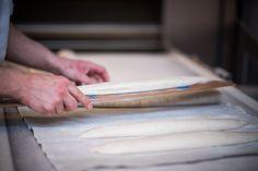 Onze baguettes worden gebakken op de stenen vloer van de oven, zoals de Fransen dat ook doen.