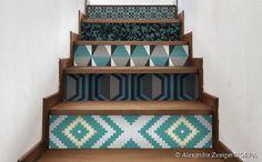 Du béton sur les contremarches    Le béton a toute sa place dans la déco. Si vous voulez un  escalier relooké , nous vous proposons de recouvrir les contremarches avec du béton  pour moderniser l'ensemble .   Il arrive que  les escaliers en bois  soient parfois un peu désuets. Avec cette idée vous pourrez modifier l'ensemble pour un effet particulièrement bluffant !   Vous pouvez aussi ajouter un joli papier peint au mur ou quelques  cadres  à accumuler pour une déco 100% moderne.