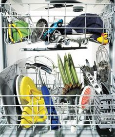 22 Surprising Uses for Your Dishwasher.what you can and can't put in the dishwasher. I probably need this because I think everything goes in the dishwasher. Diy Cleaning Products, Cleaning Solutions, Cleaning Hacks, Cleaning Challenge, Casa Clean, Clean House, Trick 17, Cleaning Your Dishwasher, Kitchen Cleaning