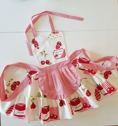 Gingham cherry aprons for women , Sweetheart plaid retro apron , Strawberry cute kitchen aprons , Cherries womens cooking waterproof apron - Für Kinder - Etsy Cute Aprons, Aprons For Men, Japanese Sewing, Sewing Aprons, Apron Designs, Kids Apron, Aprons Vintage, Kitchen Aprons, Baby Sewing