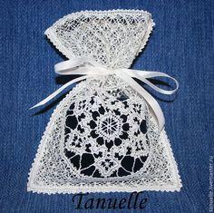 """Купить Подарочный мешочек кружевной """"Снежинка"""" - Машинная вышивка, белый, вышивка, кружево, новогодняя упаковка"""