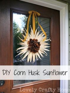 DIY Autumn Crafts :DIY Fall Crafts :DIY Easy Fall Craft: DIY Corn Husk Sunflower