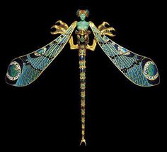 René Jules Lalique (1860-1945) is one of the most famous jewelers and glassmakers of the movements Art Nouveau and Art Deco.