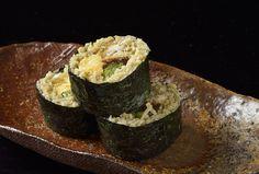 けれんなく、それでいてさりげないセンスが光る料理と独自の手法で打つ繊細な蕎麦が評判の「仁行」。 Tokyo Restaurant, Zucchini, Vegetables, Food, Summer Squash, Hoods, Vegetable Recipes, Meals, Cucumber