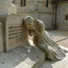 Sauveterre-de-Béarn,  Aquitaine, le monument aux morts