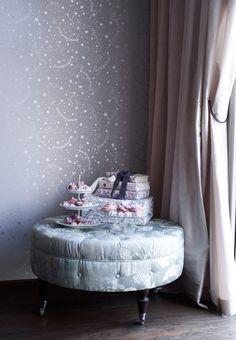 Stars Lavender wallpaper, design by Helene Blanche. TAPET-CAFE