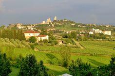 San Gimignano wordt wel het Manhattan van Toscane genoemd. De historische skyline bestaat uit vele torens die vanuit de verre omtrek zijn te zien.