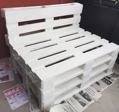 Moveable and Extendable Pallet sofa Diy Pallet Couch, Pallet Bench, Diy Bench, Pallet Furniture, Pallet Chairs, Wooden Pallets, Sofa Design, Color Schemes, Wood Pallets