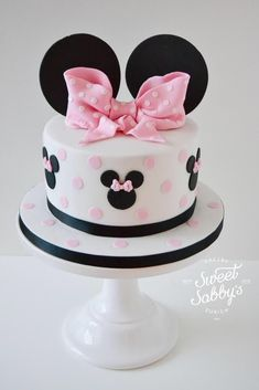 Minnie Mouse cake made by Sweetsabbys - Minnie Mouse cake made by Sweetsabbys B. - Minnie Mouse cake made by Sweetsabbys – Minnie Mouse cake made by Sweetsabbys Best Picture For - Minnie Mouse Party, Bolo Da Minnie Mouse, Minnie Mouse Birthday Cakes, Mickey Mouse Cake, Birthday Cake Girls, Girls 1st Birthday Cake, Birthday Crowns, Male Birthday, Birthday Ideas
