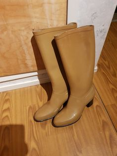 Country Life, Rubber Rain Boots, Shoes, Fashion, Iphone Wallpapers, Heel Boot, Moda, Zapatos, Shoes Outlet