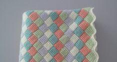 Una mantita para el bebé que lleva mi ahijada Irene. El borde a punto cangrejo y cada lado de un color Y si te a... Irene, Diy Crafts, Blanket, Color, Bed Covers, Baby Afghans, Godchild, Crocheting, Tejidos