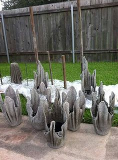 Great tutorial for making planters, using concrete and a balloon. Don't use concrete, use Diy Concrete Planters, Concrete Crafts, Concrete Garden, Concrete Projects, Garden Planters, Hand Planters, Outdoor Crafts, Outdoor Projects, Garden Crafts