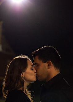 """Moon light"" kiss"