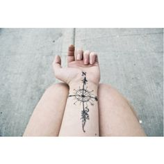 Body Art - Get Awesome Compass Tattoo Designs Compass Rose Tattoo, Compass Tattoo Design, Tattoo Arrow, Wrist Tattoos, Body Art Tattoos, Tatoos, Sternum Tattoo, Flower Tattoos, Bat Tattoos