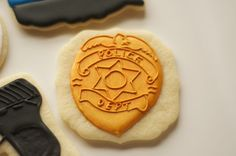 www.SoonerSugar.com, police cookies, handcuff cookies, pistol cookies, gun cookies, blue line cookies, fallen officer cookies, badge cookies, police badge cookies, sooner sugar sugar cookies