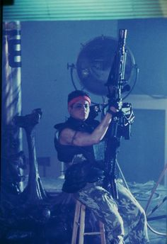 """Jenette Goldstein takes a breather on the set of """"Aliens"""" (1986)."""
