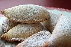 Panzerotti dolci ricotta e gocce di cioccolato - Turnovers with sweet ricotta cheese and chocolate chips