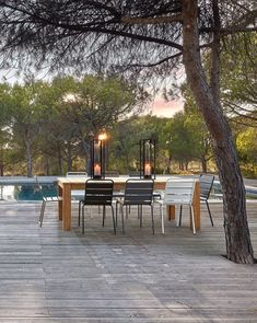 Salle a manger extérieure au bord de la piscine #piscine #landes #decoration #outdoor #terrasse #balcon #jardin #outdoordesign #interiordesign #maisondumonde #maisonsdumonde #tendancedeo #slowlife #hygge