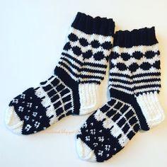 marimekko villasukat / marimekko socks (handmade in finland) Diy Crochet And Knitting, Crochet Socks, Knitting Charts, Knitting Socks, Hand Knitting, Knitting Patterns, Marimekko, Knit Art, Wool Socks