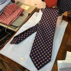 #tie #ties #shirt #bespoke #bespokeshirt #bespoketies #fattoamano #fashionblogger #fashiondesigner #luxury #luxurylife #luxurylifestyle #gentleman #handmade #moda #madeinitaly #menswear #menstyle #menfashion #style #stylist #styleman...