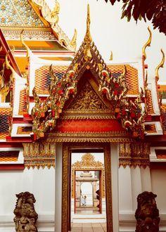 A guide to visiting and photographing Wat Pho in Bangkok, Thailand. The beautiful Thai temple was our favorite site from our trip to Bangkok. Bangkok Shopping, Bangkok Travel, Bangkok Hotel, Nightlife Travel, Travel Tours, Thailand Travel, Travel Ideas, Laos Travel, Beach Travel