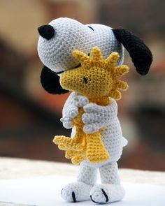 "Amigurumi Woodstock free PATRÓN EN ESPAÑOL SCHEMA IN ITALIANO Hello again! It's been months now since I published a premium pattern for Snoopy, and I have recently discovered that it's marked as ""Bestsell… Crochet Animal Patterns, Stuffed Animal Patterns, Crochet Patterns Amigurumi, Crochet Animals, Crochet Dolls, Knitting Patterns, Free Knitting, Stuffed Animals, Disney Crochet Patterns"