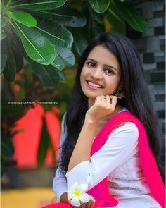Indian Bride Photography Poses, Portrait Photography Poses, Couple Photoshoot Poses, Saree Photoshoot, Actress Priyanka, Indian Actress Images, Dehati Girl Photo, Cute Young Girl, Stylish Girl Images