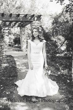 Gorgeous bride at Loose Park in Kansas City. www.belovedimagesphoto.com
