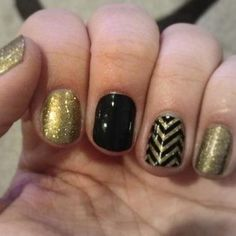 not so much the gold nails, but the black and chevron are gorgeous together!