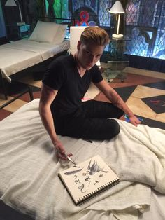 Dominic Sherwood (Jace) uses his stele as a laser pointer ~ He looks there so good! ~ Shadowhunters
