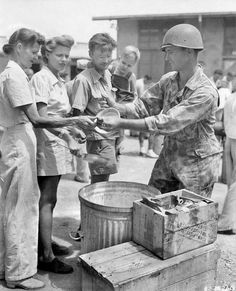 Photo Album ~ Women in World War II ~ A Pledge of Silence Food handed out to Santo Tomas internees. Bataan Death March, Nurses Station, War Medals, Landscape Mode, Ww2 Photos, Prisoners Of War, Us Army, World War Two, Vintage Travel