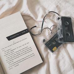 Bom dia :) . Credits to @jusbuecher . #igreads #bücherliebe #bookstagram #book #bookworm #booklover #bookish #booknerd #followme #bookphotography