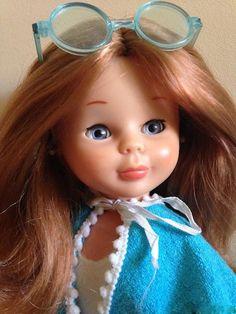 Recuerdos de aquellas tardes de costura haciendo vestiditos para mi Nancy con el único sonido del traqueteo de la máquina de coser de mi abuela. . ¿Nos cuentas tus recuerdos? . Entra en este enlace y verás... . https://www.telasdivinas.com/nancy-recuerdos-y-tardes-de-costura