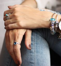 PANDORA rings and charms in blue hues to match a casual denim look. We love the syle of Brazilian blogger @fashioncoolture. #PANDORAstyle #PANDORAring #PANDORAbracelet