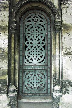 Porte de caveau