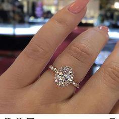 Signet Ring / Diamond Signet Ring with Star Setting in Gold / Gold Signet Ring / Index Finger Ring - Fine Jewelry Ideas Beautiful Wedding Rings, Wedding Rings Vintage, Diamond Solitaire Rings, Solitaire Engagement, Oval Diamond, Stylish Rings, Cute Rings, Dream Ring, Minimalist Jewelry