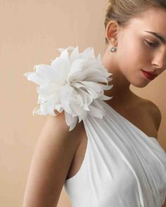 DIY Wedding Series: Paper and Fabric Flowers. A must-see collection of stunning handmade flowers. Diy Wedding Flowers, Wedding Fabric, Diy Flowers, Fabric Flowers, Faux Flowers, Paper Flowers, Flower Diy, Flower Wall, Flower Tree