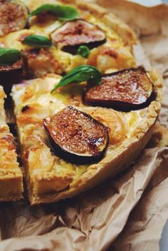 Quiche chèvre, figues, miel - Meg&cook - The Best Breakfast and Brunch Spots in the Twin Cities - Mpls. Fig Recipes, Brunch Recipes, Vegetarian Recipes, Cooking Recipes, Honey Recipes, Quiche Recipes, Pastry Recipes, Goat Cheese Quiche, Healthy Brunch