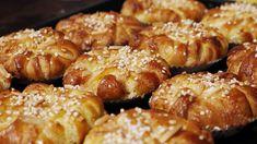 Fyllda saffransbullar | SVT recept 20 Min, Pretzel Bites, Doughnut, Sweets, Bread, Desserts, Food, Pastry Chef, Tailgate Desserts