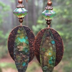 You are sure to love these hammered copper and verdigris patina earrings ❤️
