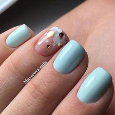 Голубой маникюр с камифубуки на безымянном ногте.
