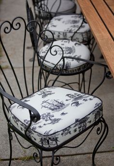 French Flair - Wrought iron chairs with upholstered cushions in my FAV Toile de Jouy fabric Wrought Iron Paint, Wrought Iron Stair Railing, Wrought Iron Chairs, Wrought Iron Decor, Metal Patio Furniture, Iron Furniture, Iron Table, Deco Design, French Decor