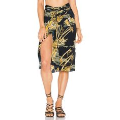 Lenny Niemeyer Knot Sarong ($230) ❤ liked on Polyvore featuring swimwear, cover-ups, swim, swim wear, swimming cover ups, swim cover ups, swim sarong cover ups and lenny