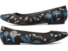 For Spring Summer 2013 Camper presents TWINS, a ballerina shoe made of nubuck with multicolour pattern.