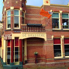 Enkhuizen restaurant De Brasserie, hoek Westerstraat/Oude Gracht