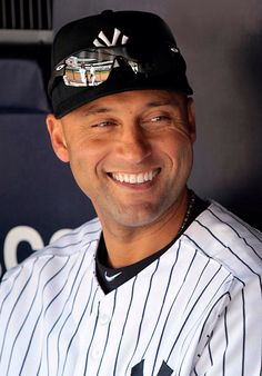 Derek Jeter - New York Yankees. Former Little Leaguer from Kalamazoo. His parents were honored by Little League Baseball in 2000 as Parents of the Year. Derek Jeter, Equipo Milwaukee Brewers, Yankees Baby, Yankees Logo, Baseball Players, Baseball Teams, Softball, Sports Stars, Chicago White Sox