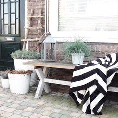 """@sevencouches's photo: """"Dit prachtige plaid scoorde ik voor nog geen tientje in de Koopjeshoek bij Ikea. Happy! #ikea #interior #interiør #instahome #inspiration #interior123 #interior4all #inspointerior #home #house #homedecor #design #decoration #garden #gardeninsp #greens #simplicity #scandinavian #showhometop5 #scandicliving #nordic #nordichome #blackandwhite"""""""
