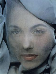 Erwin Blumenfeld,Blue, modèle : Leslie Redgate, 1952