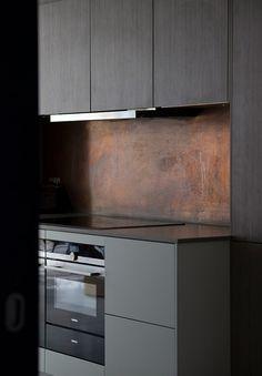 Kitchens with Laundromats: Beautiful Models & Photos! - Home Fashion Trend Splashback Tiles, Aging Metal, Blonde Wood, Kitchen Benches, Black Kitchens, Concrete Floors, Apartment Design, Kitchen Small, Kitchen Ideas