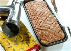 Leckeren Fleischkäse selber machen ist ganz einfach | Wurst und Schinken selber machen Smoking Cooking, Smoking Meat, Charcuterie, Diy Food, Food Hacks, Buffet, The Cure, Bbq, Lunch Box